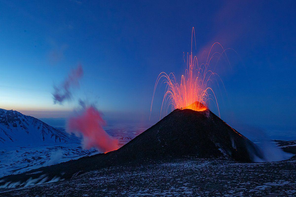 Камчатка, вулкан, извержение, природа, путешествие, фототур, пейзаж, лава, рассвет, звезды, Денис Будьков