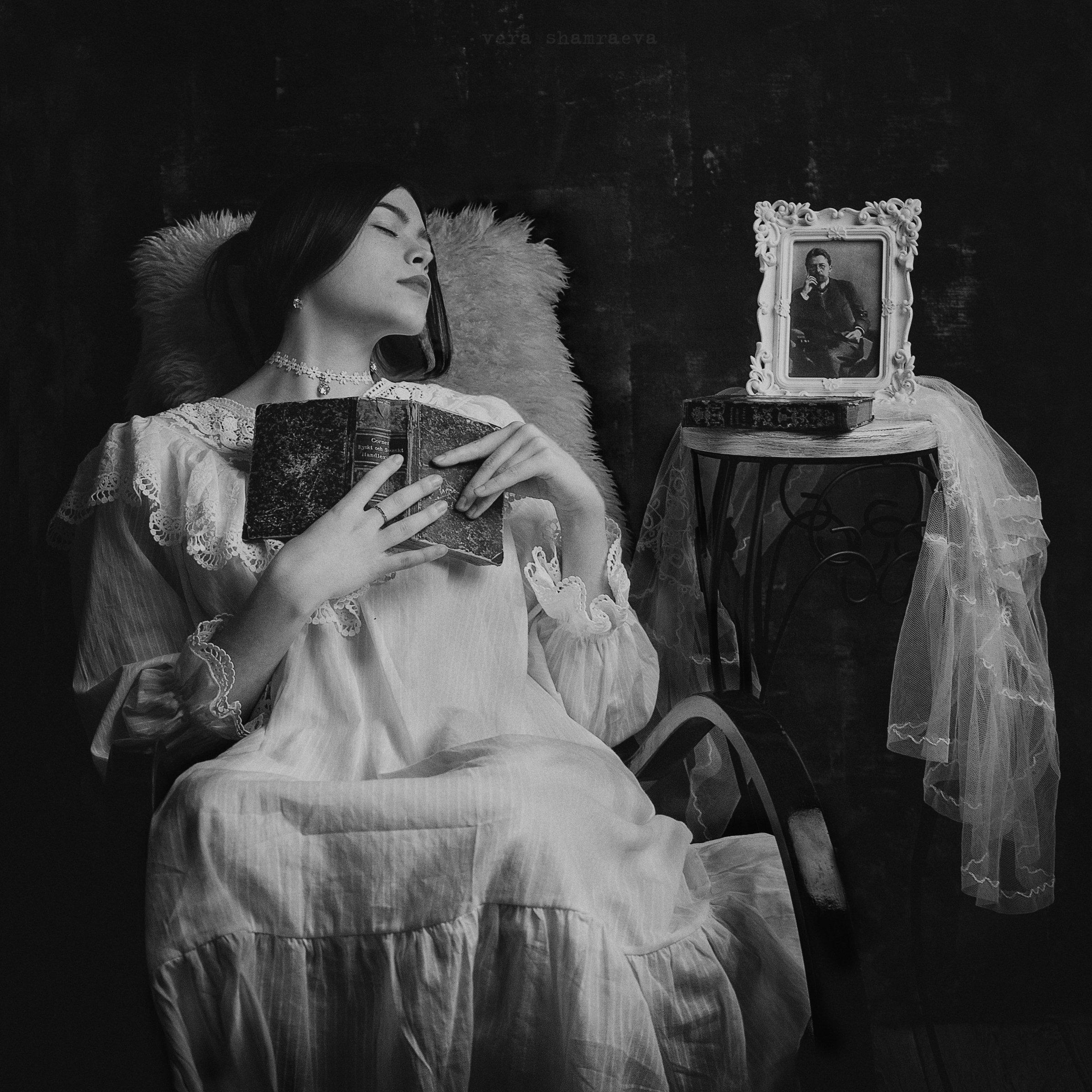винтажный стиль монохром девичий портрет, Вера Шамраева