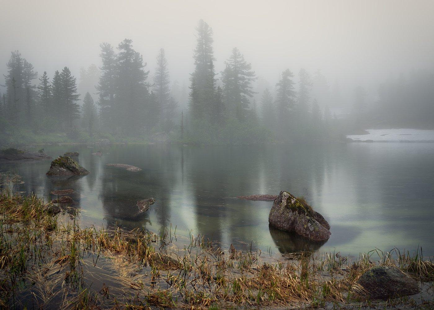 пейзаж, природа, озеро, туман, непогода, дождь, ергаки, горы, хребет, красноярский, красивая, большой, высокий, трава, путешествие, камни, отражение, тихо, спокойно, Дмитрий Антипов