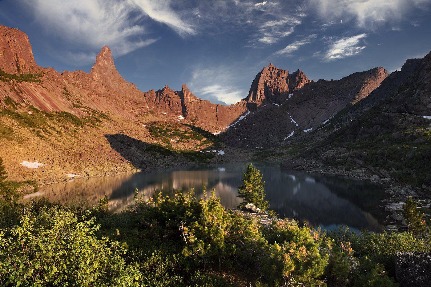 большой, вечер, вода, высокий, голубой, горы, дерево, ергаки, желтый, закат, зеленый, камни, красивый, красноярский край, озеро, оранжевый, отражение, пейзаж, природа, путешествие, размер, разрешение, саяны, сибирь, синий, скалы, Дмитрий Антипов