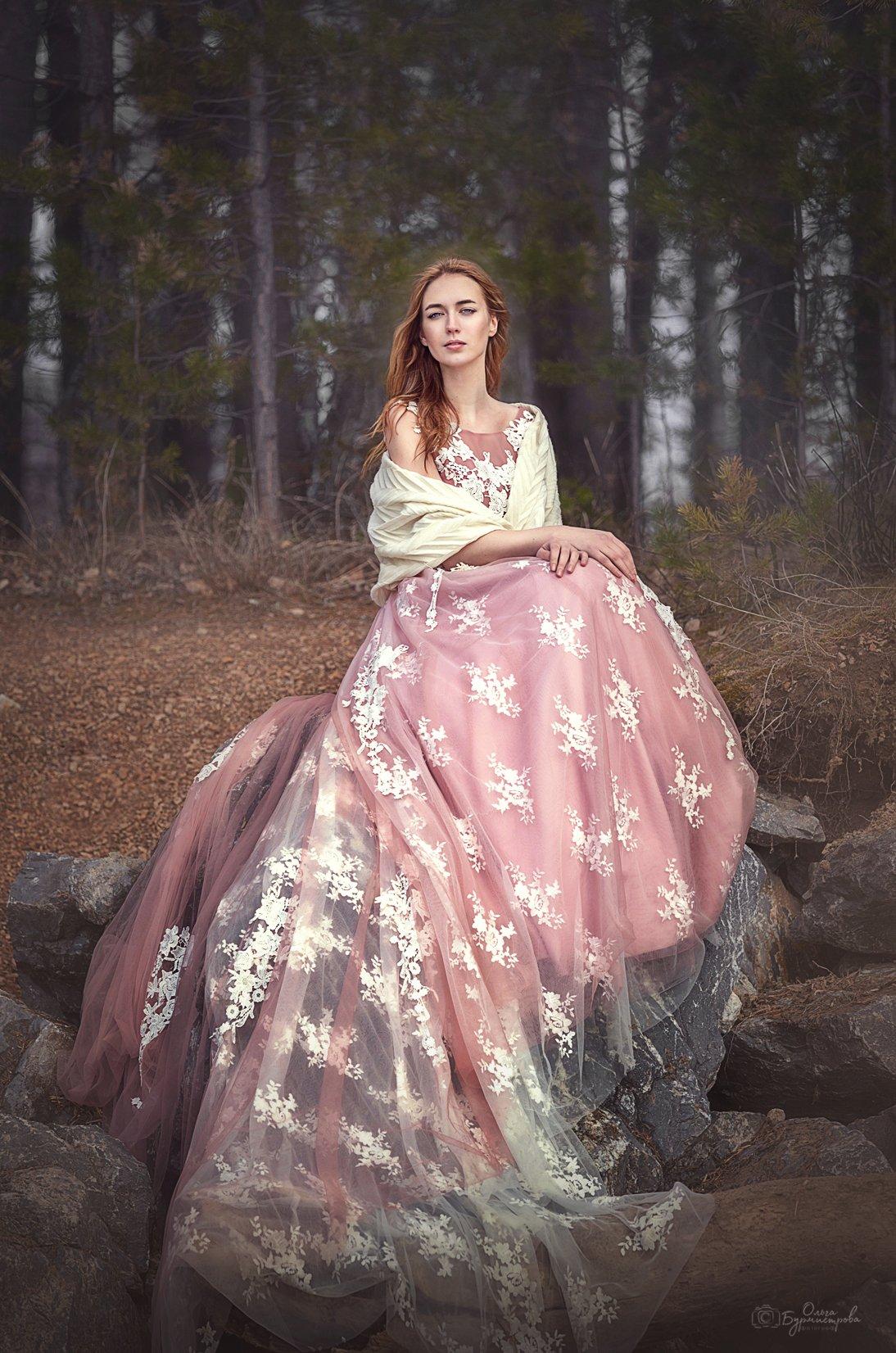 красивое платье, розовое платье, красивая девушка, на берегу, каменный берег, Ольга Бурмистрова