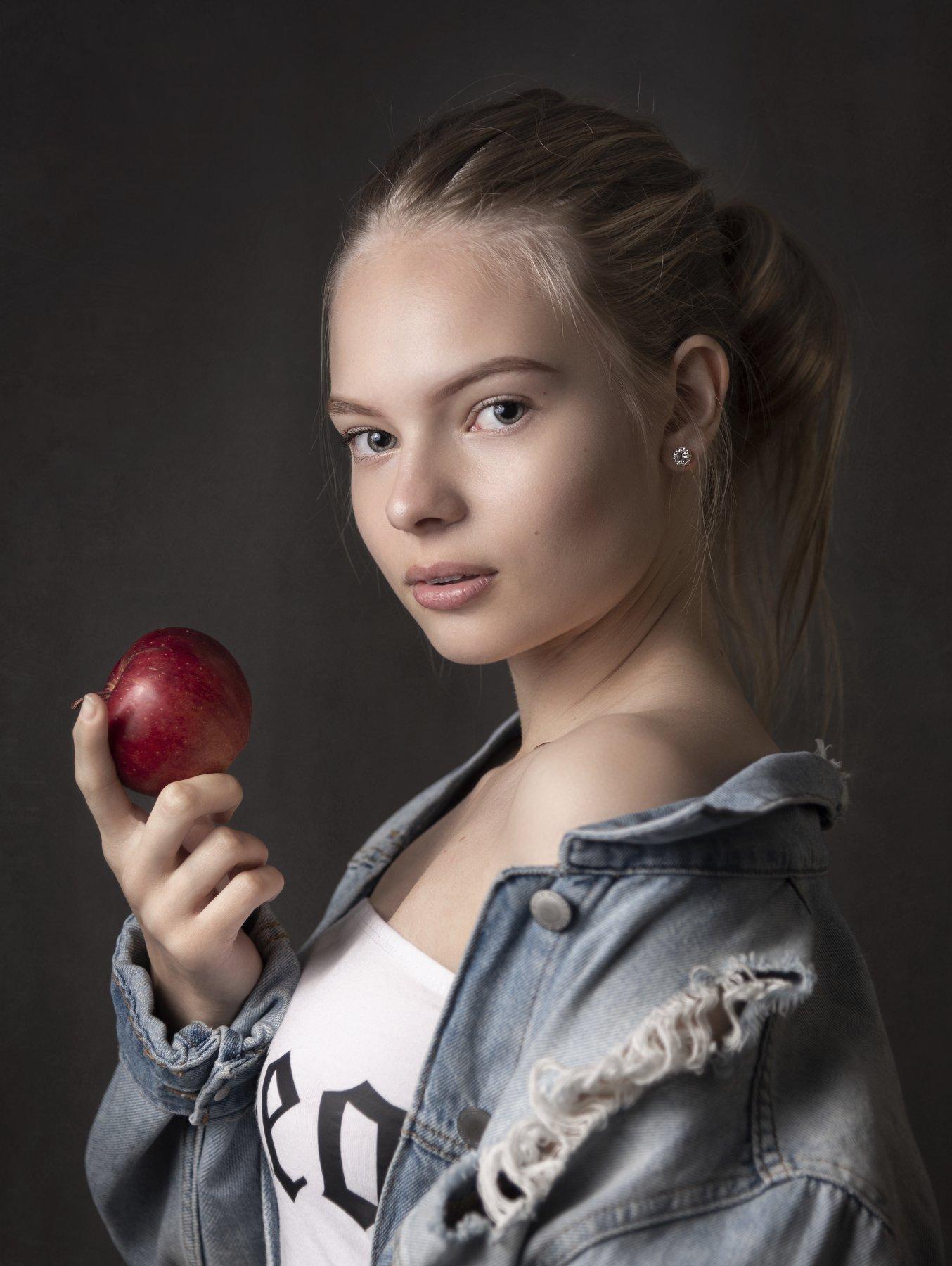 портрет , взгляд ,красивая девушка , цвет ,волосы , красивые губы ,нежность , таинственность, Наталия Холодова