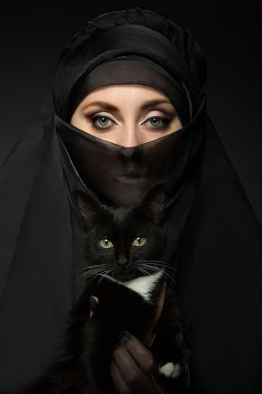 красивая, женщина, глаза, кот, брюнетка, цвет, портрет, женский, котик, черный кот, восток, восточная женщина, Комарова Дарья