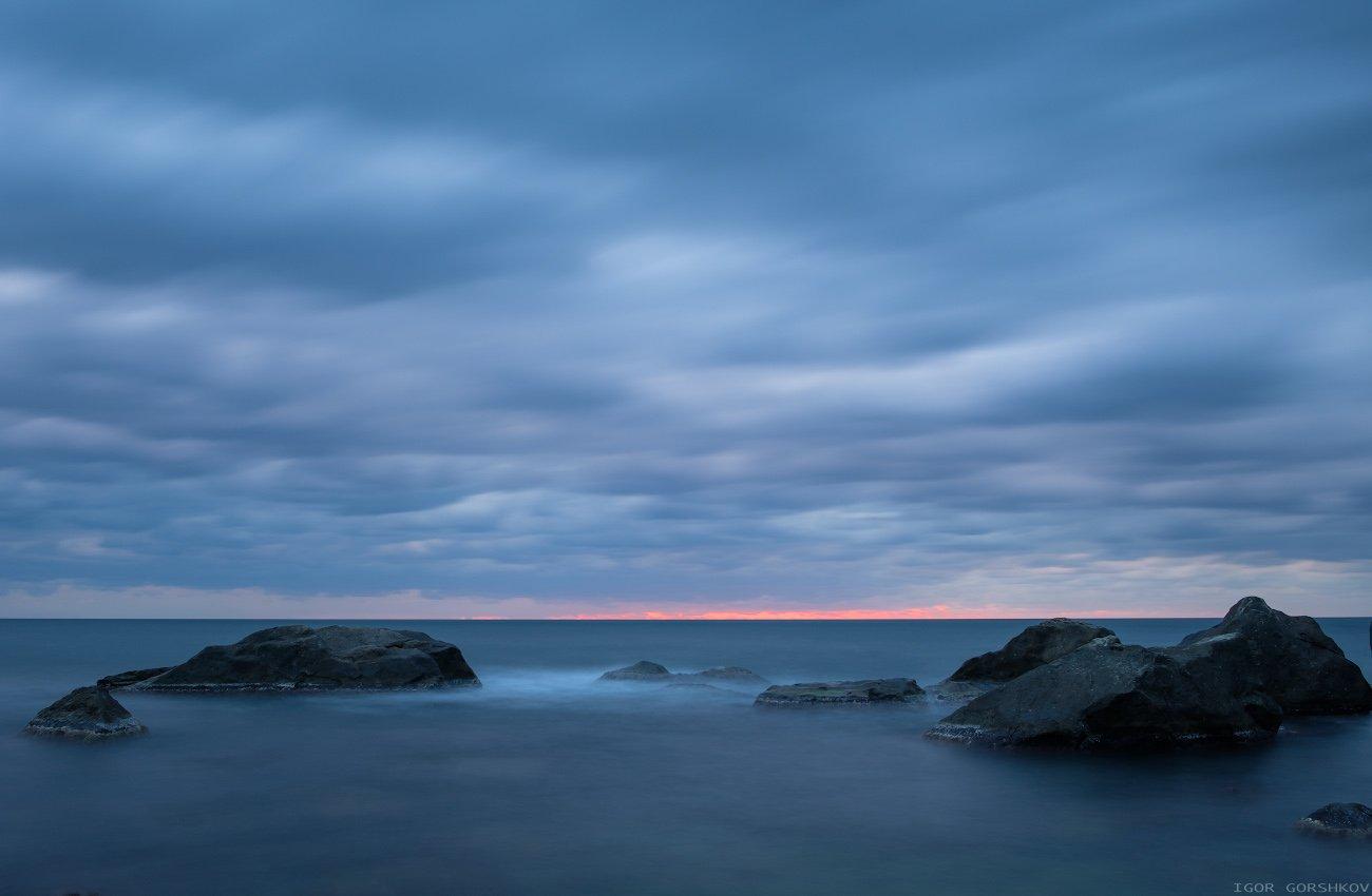 крым,море,утро,камни,скалы,пасмурно,тучи,рассвет,облака,пейзаж,вода,длинная выдержка,, Горшков Игорь