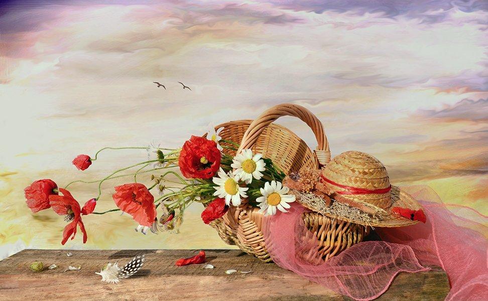 натюрморт  маки шляпка корзинка деревянный стол, Eлена Шовкопляс