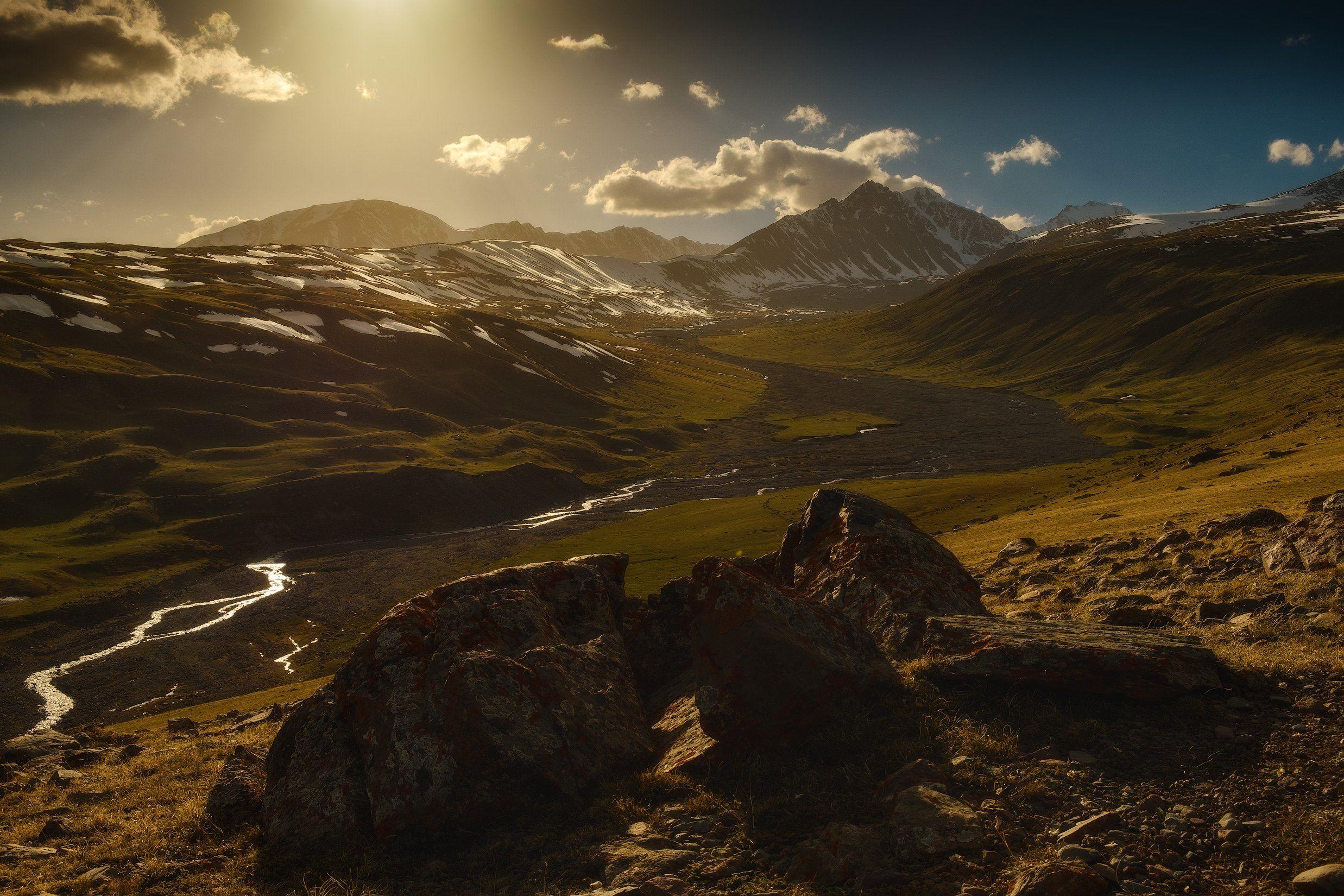 киргизия, кыргызстан, азия, горы, луг, скалы, пейзаж, весна, ущелье, джайлоо, пастбище, река, закат, Оборотов Алексей