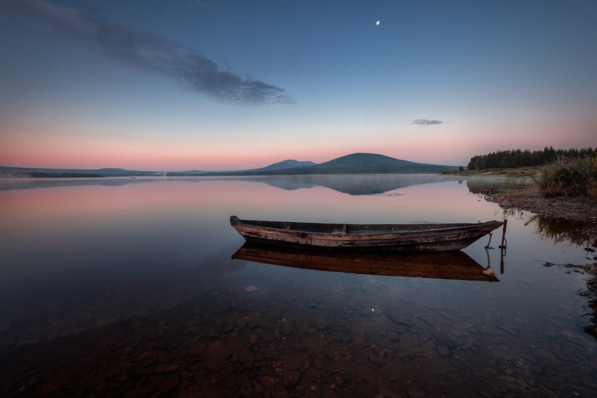 зюраткуль, пейзаж, озеро, луна, лодки, горы, небо, рыбаки, рассвет, туман, утро, Андрей Чиж