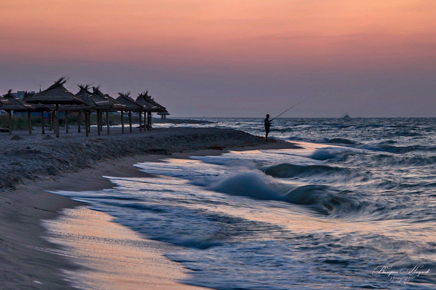 утро, рассвет, море, коса дальняя, бердянск, рыбак, прибой, волна, зоря, Валерий Наумов