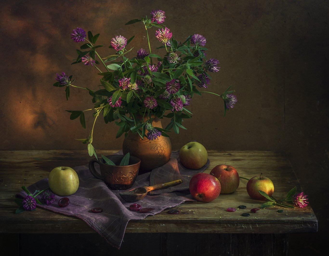 натюрморт,лето,яблоки,клевер, Елена Рубинская
