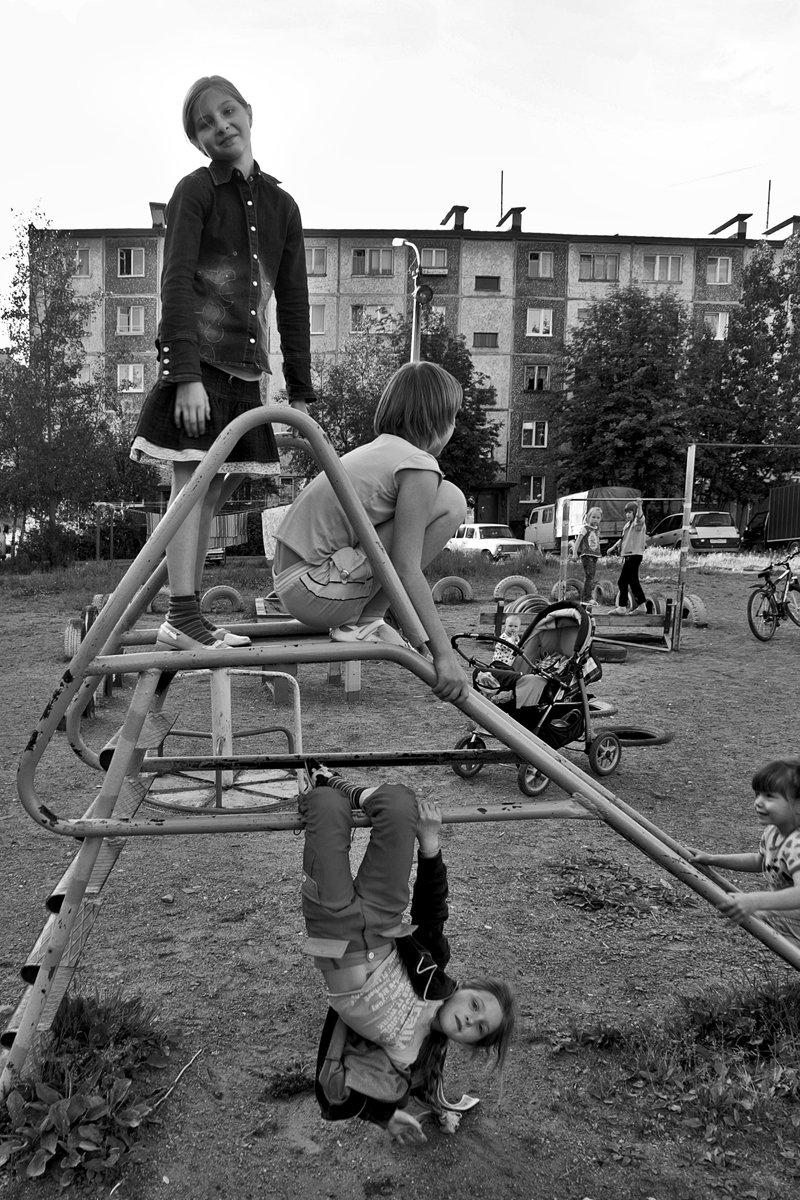 детвора, дети, двор, лето, чб, апатиты, Николай Смоляк