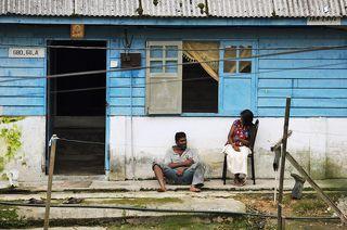 Небольшой домик, недалеко от чайных плантаций марки Boh. А это работники плантации.