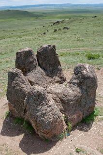 Другое же предание гласит, что «Пять пальцев» в Бурятии — это правая кисть Чингисхана, а левая находится в Монголии. Таким образом, великий сын неба отметил свое присутствие на Земле