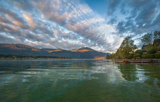 Вольфгангзее  Бирюзовое кристальное озеро в обрамлении высоких лесистых гор, заботливо укрытых пушистыми белыми облаками, завораживает своей нереальной красотой.