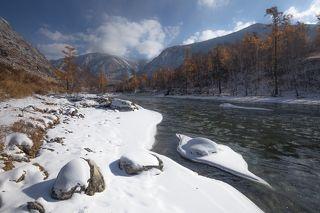 Зато есть контраст с новым снежком и водой))