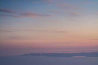 Закат с высот 1500 м н.у.м. Здесь находится церковь-приют Панагия. По преданию сюда поднималась сама Богородица. Отсюда видно два других \