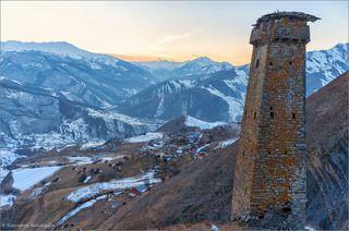 Высота около 20-ти метров, построена в X-XII веках.