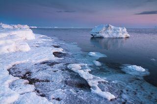 Айсберги утром приводили нас в восторг