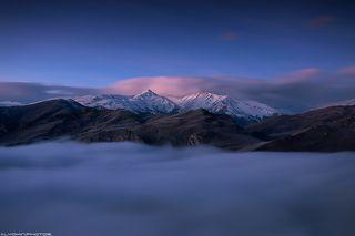 Туман остается в каньоне всю ночь и под утро начинает медленно спадать