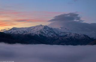 Над туманом возвышаются трехтысячники Южного Кавказа, горы Хыналыг, 3714 м, Бабадаг 3629 м