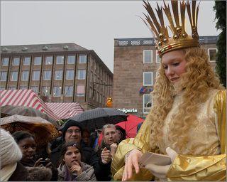 Один из главных персонажей ярмарки - знаменитый нюрнбергский Христкинд, девушка-ангел. Она открывает ярмарку и является её символом. Ангел выбирается жителями Нюрнберга сроком на два года по итогам конкурса среди девушек города в возрасте 16-19 лет с безупречной репутацией.  У Ангела очень напряженный график за месяц перед Рождеством. В Германии она объезжает интернаты, дома престарелых, школы...  Летает по всему миру, открывает Рождественский рынок в Чикаго и на других континентах... Ангел 2011-12 г - Franziska Handke