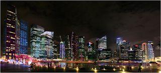 Сингапур особенно красив в вечернее время