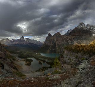 Вид на озера Марии и озеро О\'Хара - истинную жемчужину Канадских Кордильер