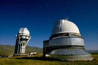 Башни полутораметрового телескопа AЗТ-20 и метрового Сarl Zeiss
