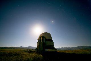Обсерватория в лунном свете