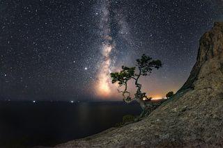 Млечный1 путь над пиком Космос