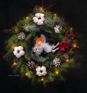 Рождественский венок с ангелом