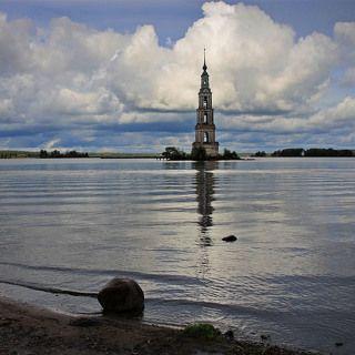 Волга. Колокольня Никольского собора