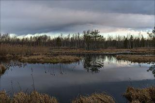 Тяжёлые облака апрельского восхода