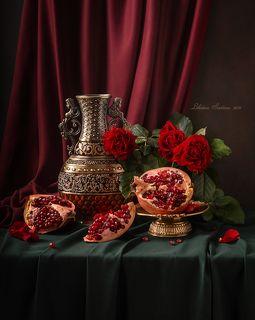 С гранатом и розами