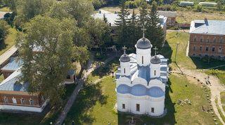 вид с колокольни на женский монастырь