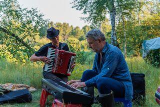 03 Андрей – шикарный аккордеонист, клавишник и аранжировщик. Сергей ещё в 15 лет играл в джазовом оркестре