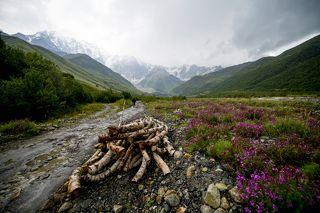 Дорога к Шхарскому леднику.