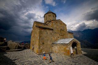 Гергети построена в в XIV веке.
