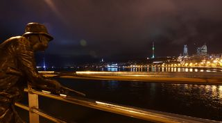 Здесь написано больше: http://prometej-photo.ru/blog/bakinskie_ogonki/2012-03-24-1