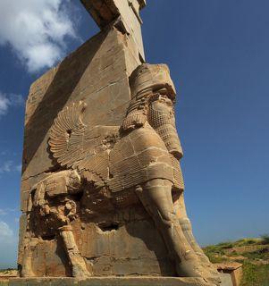 у персидских быков 4 ноги, а не 5, как у ассирийских
