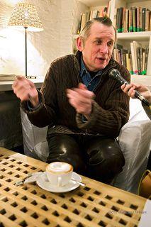 8 февраля в Центре фотографии в рамках своего поэтического вечера Олег Гаркуша прочитал стихи, вошедшие в оба его сборника, поговорил по душам и рассказал истории из своей удивительной жизни.