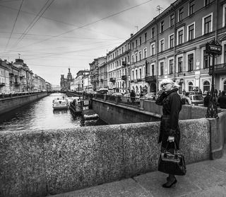 waiting on the Griboyedov Canal...