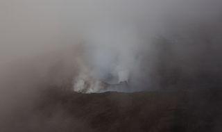 2.Каково же было мое разочарование, когда, прилетев на остров, мы узнали, что вулканы «спят», попыхивая и дымя уже пару лет.