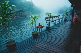 Отель на воде. Река Кхвэяй (Khwae Yai, Kwai), Тайланд, 11.11.2013 г.