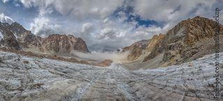 на спуске к Рацика, на леднике Ак-Сай, слева Теке-Тор и Бокс