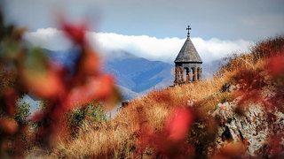 Осенние краски. Церковь у озера Севан.