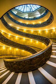 Лестница Момо в Музее Ватикана. Вид сбоку.  Из серии \