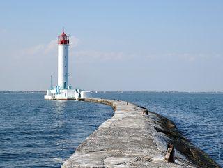 Этой дорогой 56 лет ходил на работу маячник Иван Тимофеевич, пока в 2010 году не установили дистанционное управление маяком.