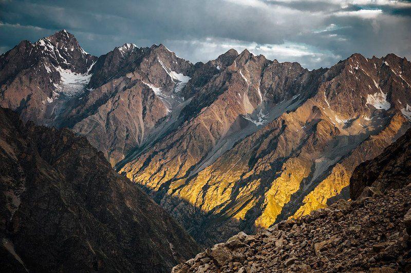 рассвет, горы, кавказ, безенги Рассветные лучи рисуют жёлтымphoto preview
