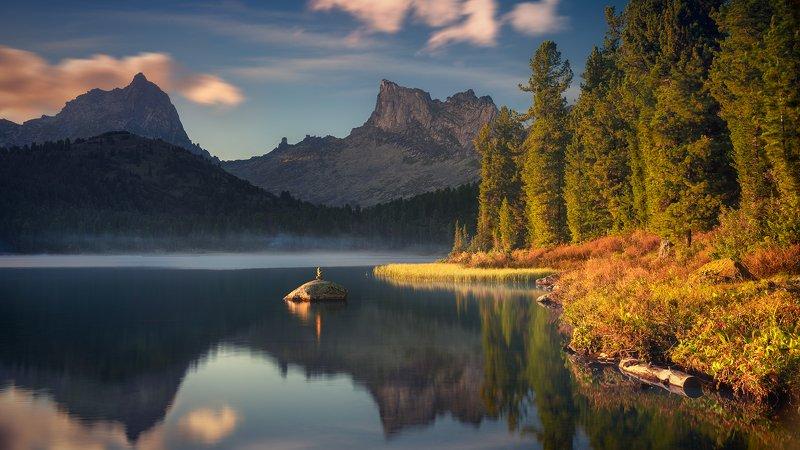 пейзаж, природа, красивая, горы, скалы, пики, камни, озеро, вода, вечер, берег, ергаки, светлое, красноярский край, облака, отражения Вечерние пейзажи озера Светлогоphoto preview