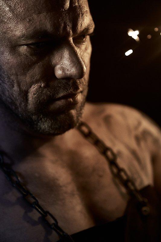 мужской портрет, цепь, кузнец, искры, сила, мощь, огонь, кузня Кузнецphoto preview
